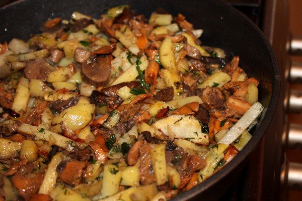 Жареная картошка с грибами рецепт с фото пошагово на сковороде