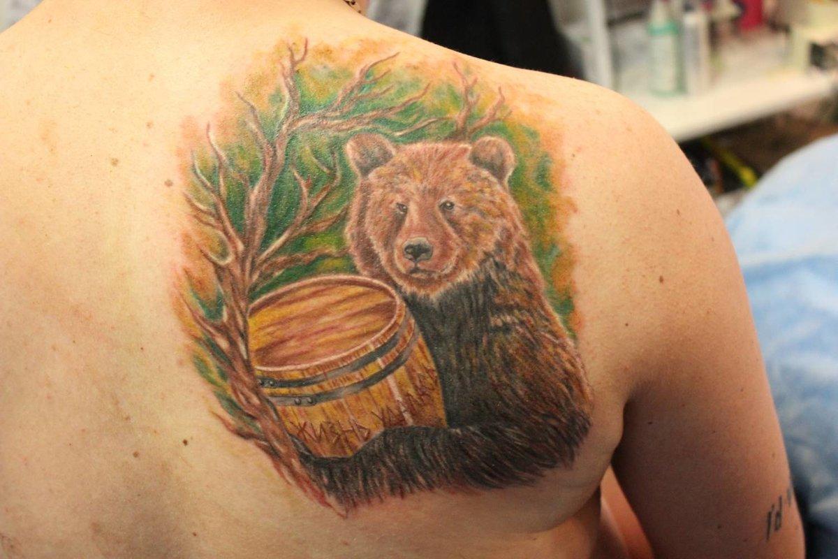Татуировки с медведем фото на лопатке