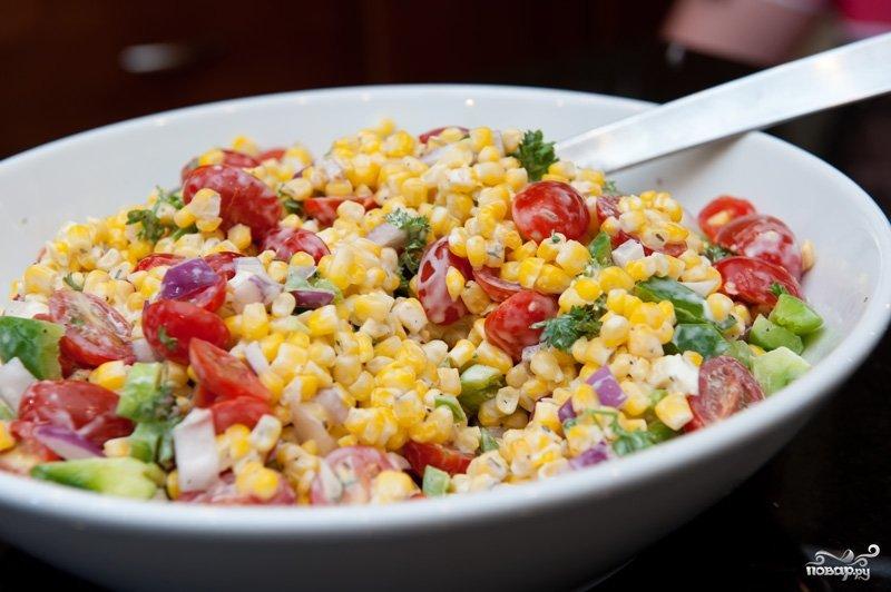 Салат из курицы помидор кукурузы