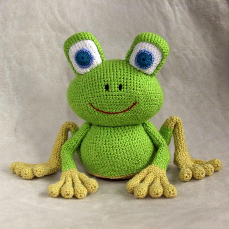 Вяжем лягушку своими руками