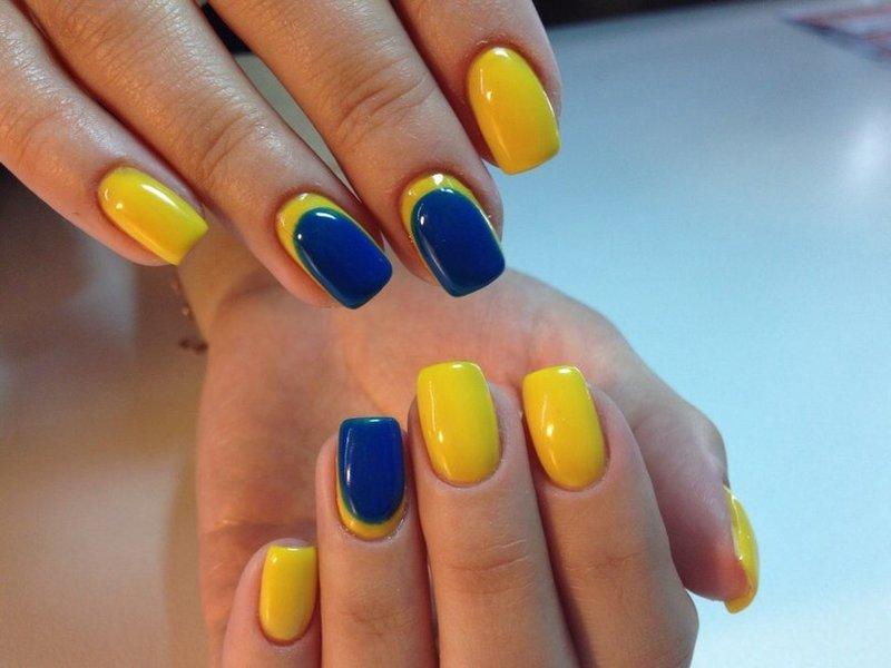 Желтый с голубым дизайн ногтей
