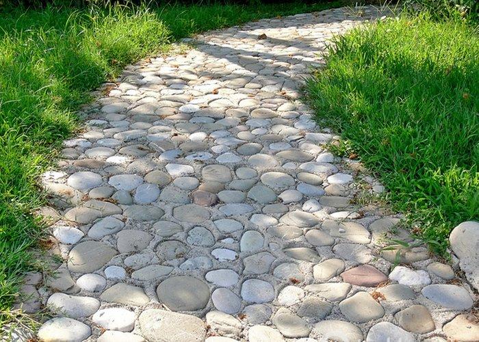 Каменная дорожка своими руками из гальки 95