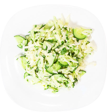 Салат из капусты зеленью яйцом