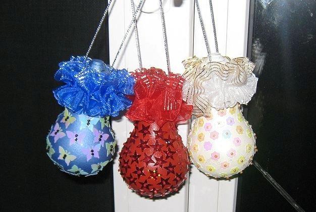 Игрушки на ёлку из лампочек своими руками
