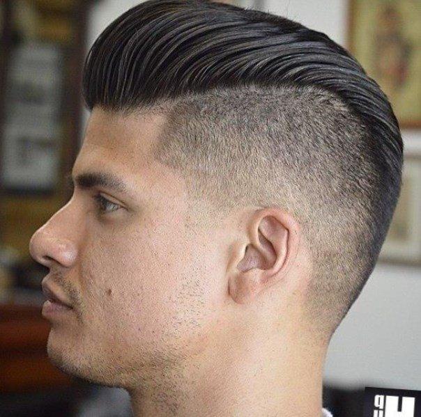 Фото мужских причесок с челкой назад