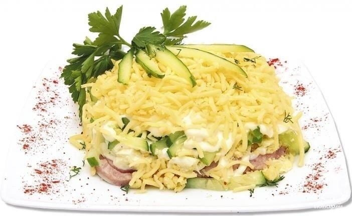 Салат с ветчиной и сыром и огурцами рецепт