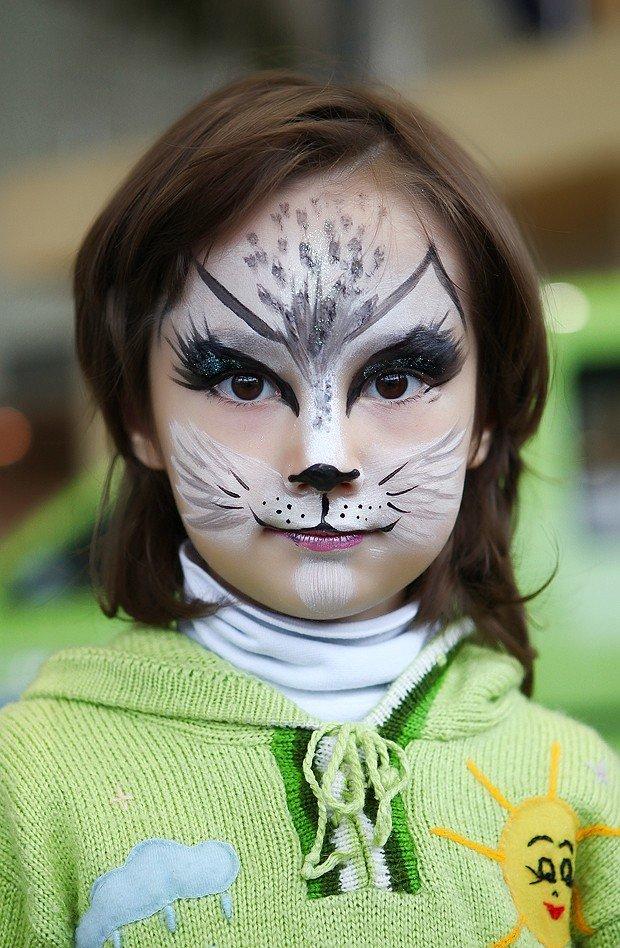 Как нарисовать лицо кошки на лице ребенка