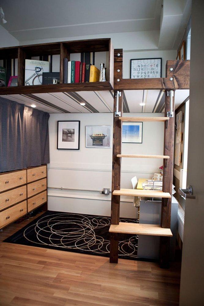 Дизайн с кроватью чердаком в маленькой квартире