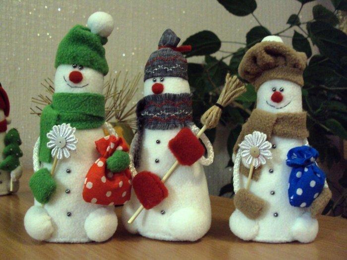 Большая новогодняя игрушка своими руками снеговик