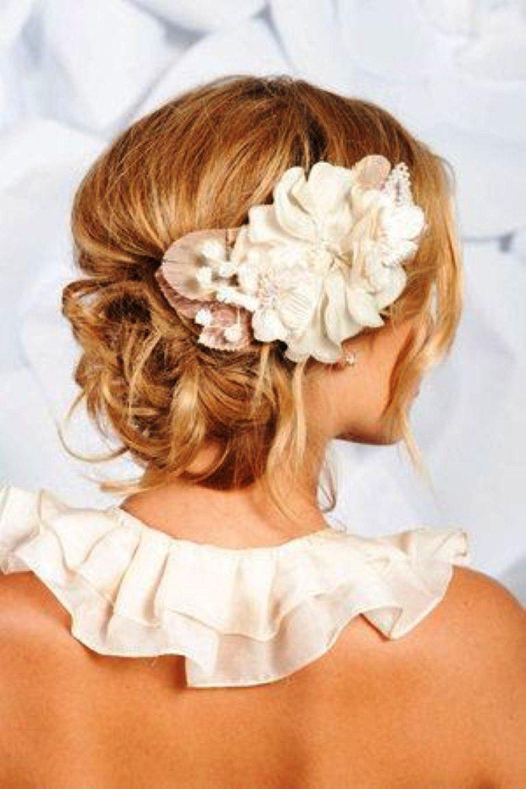 Свадебные прически коротких волос с живыми цветами