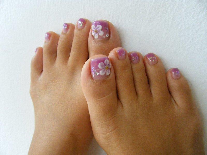Дизайн на ногтях ноги