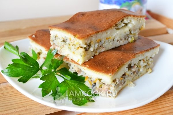 Пирог из рыбной консервы с рисом фото
