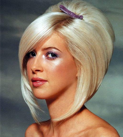 Причёска для средних волос каре