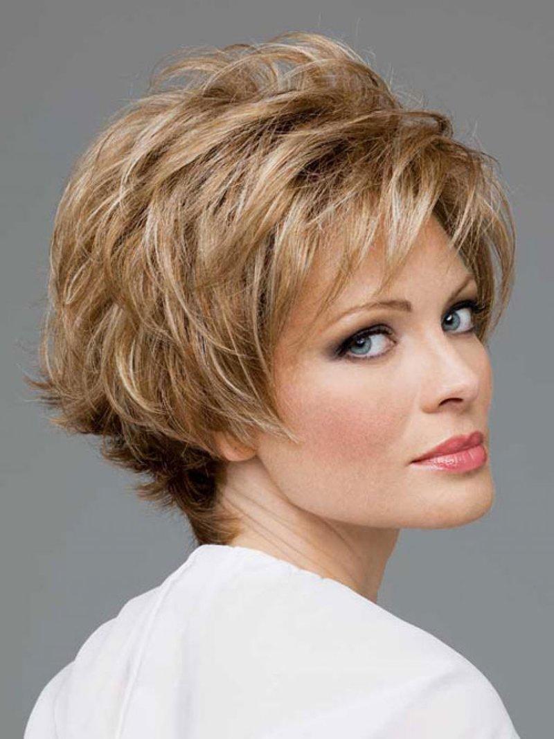 Прическа на короткие волосы для женщины 50 лет каре