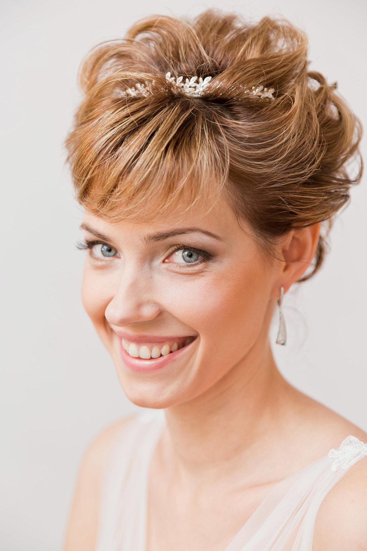 Прическа на самые короткие волосы на свадьбу