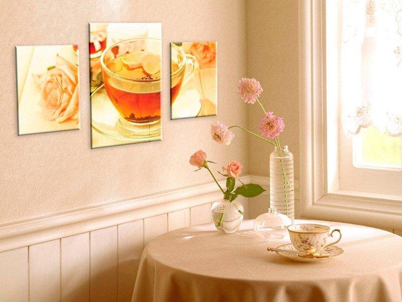 Дизайн стен картинами на кухне