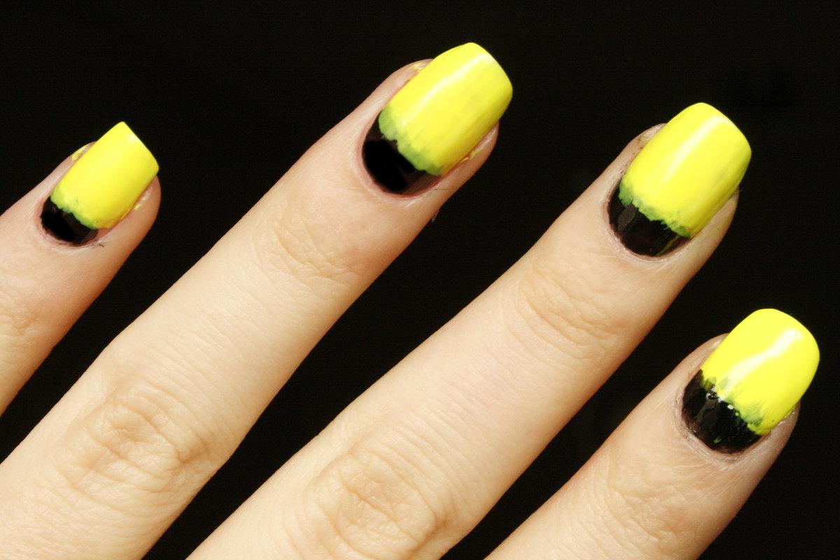 Маникюр в желтом и черном цвете