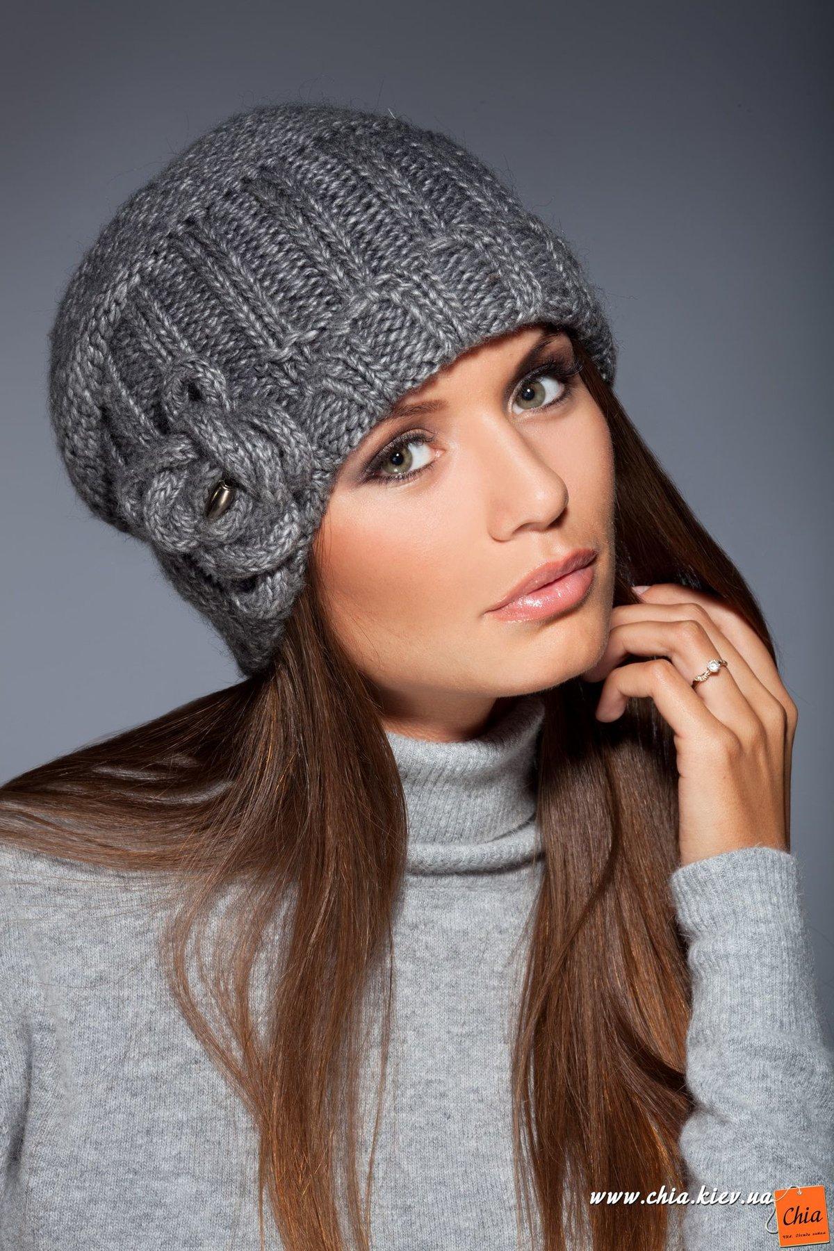 Вяжем модную шапочку своими руками