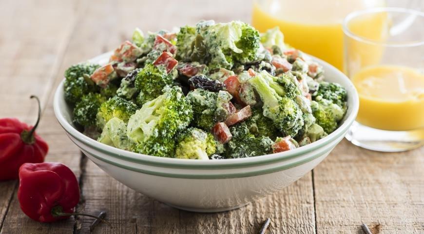 Салат с капустой брокколи с фото