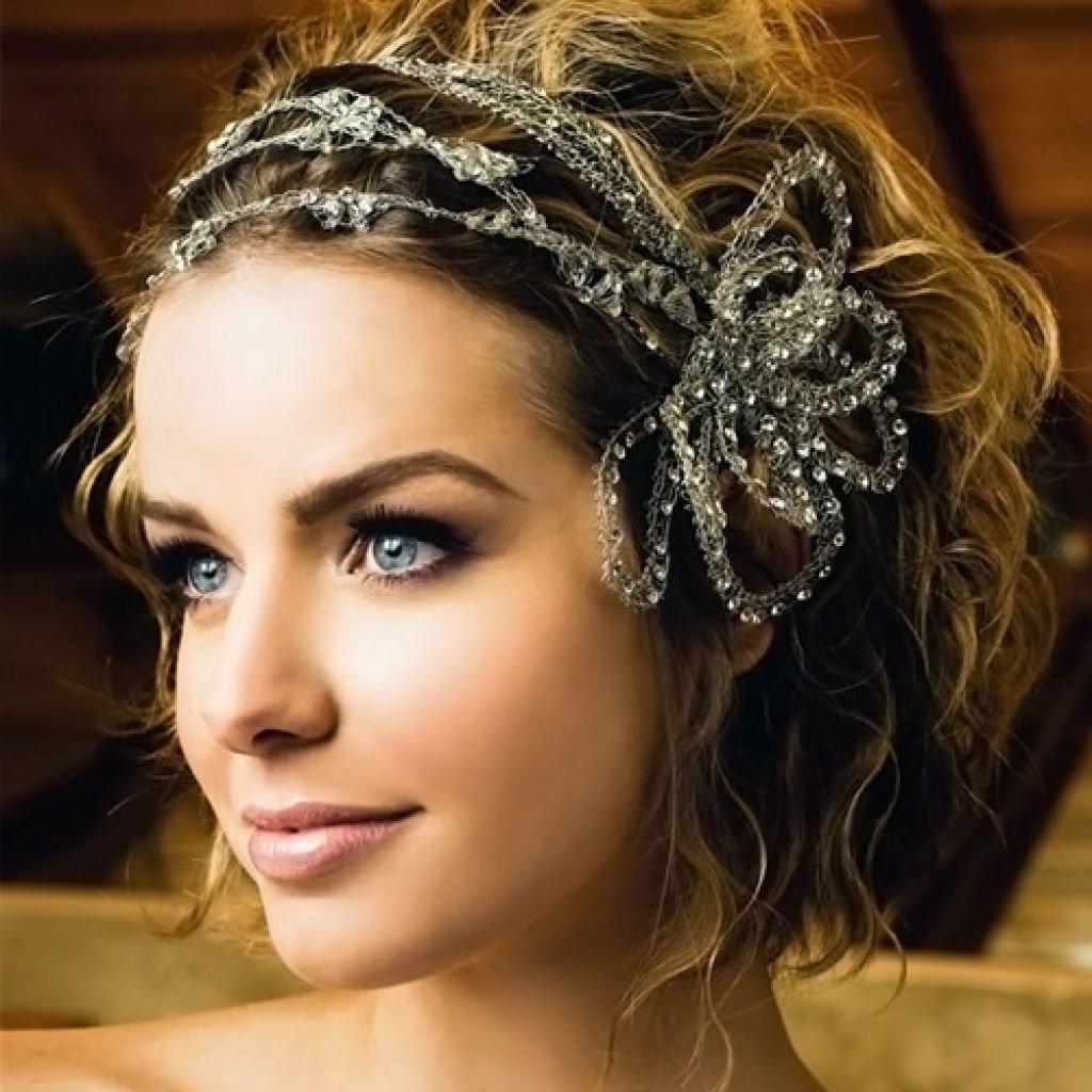 Свадебная прическа диадема или цветы