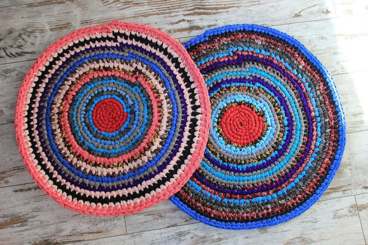 Вязание круглого коврика из старых вещей крючком 66
