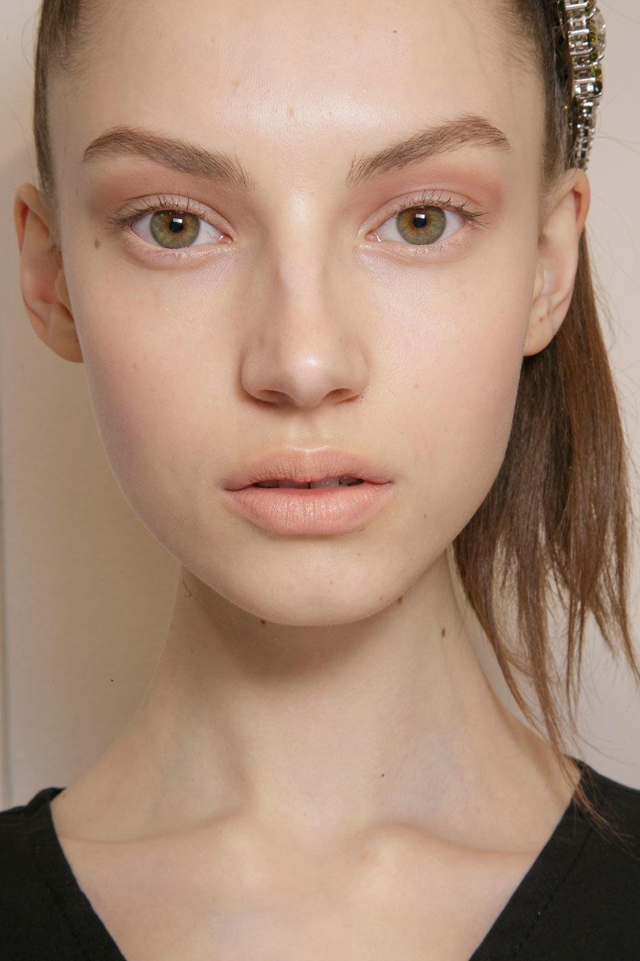 Легкий незаметный макияж для глаз