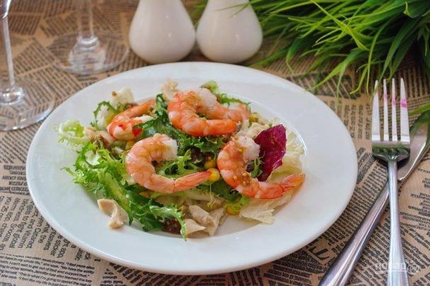 Как сделать салат из кальмаров и креветок