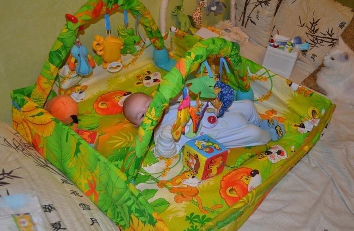 Развивающий коврик своими руками с дугами для 3х месячного