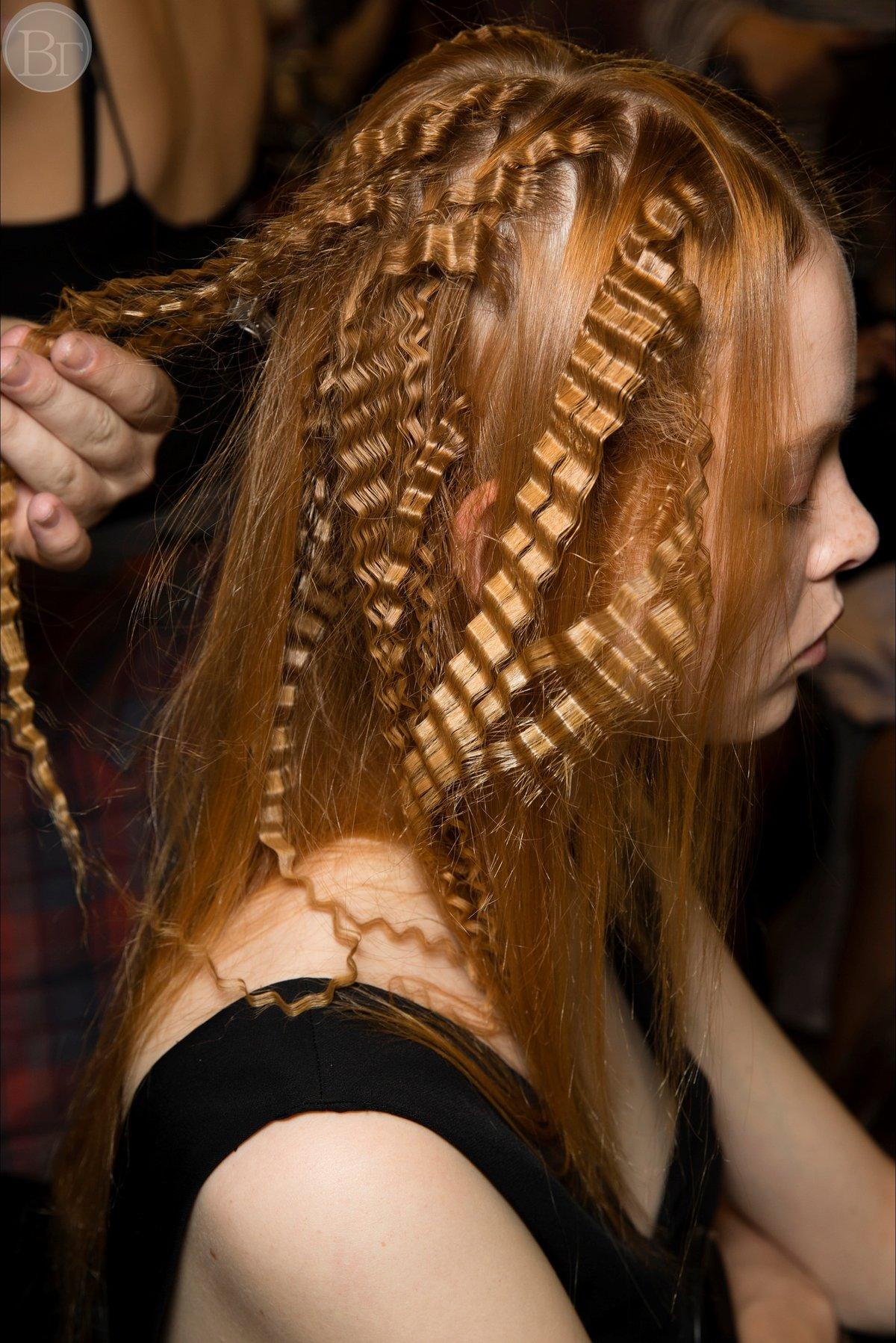Как сделать гофре на длинные волосы фото