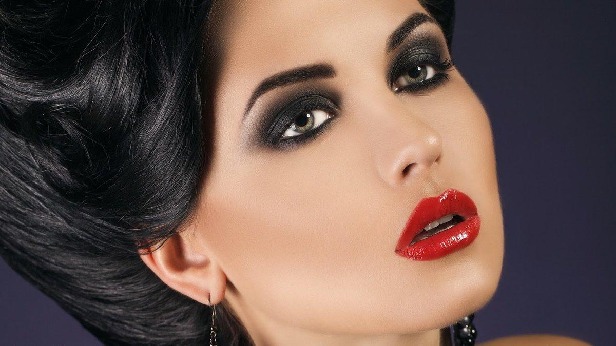 Фото дневного макияжа для брюнетки с