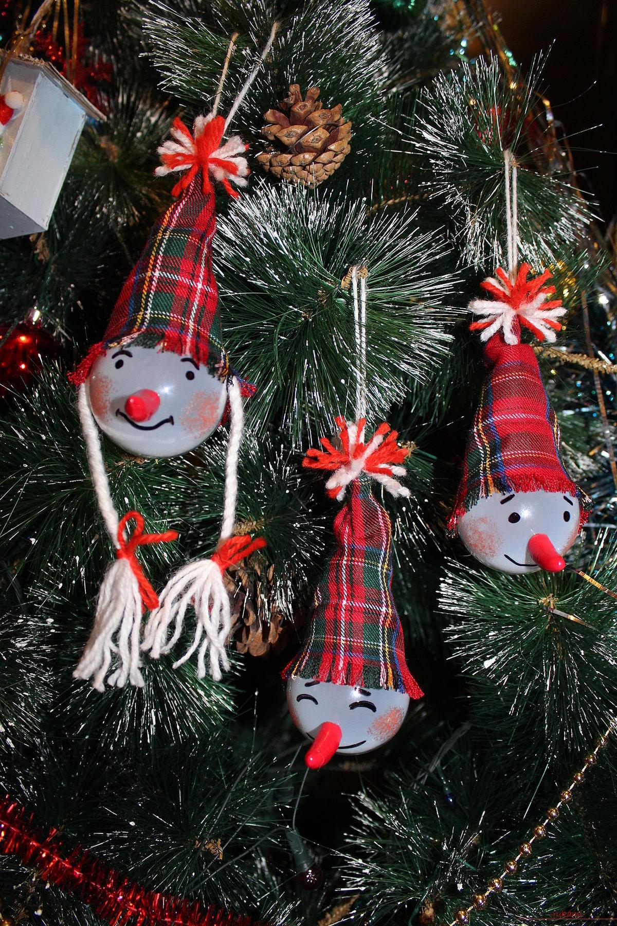 Новогодние поделки из игрушек 377