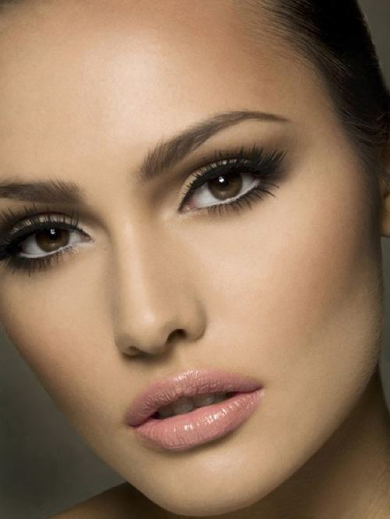 Легкий макияж кареглазым