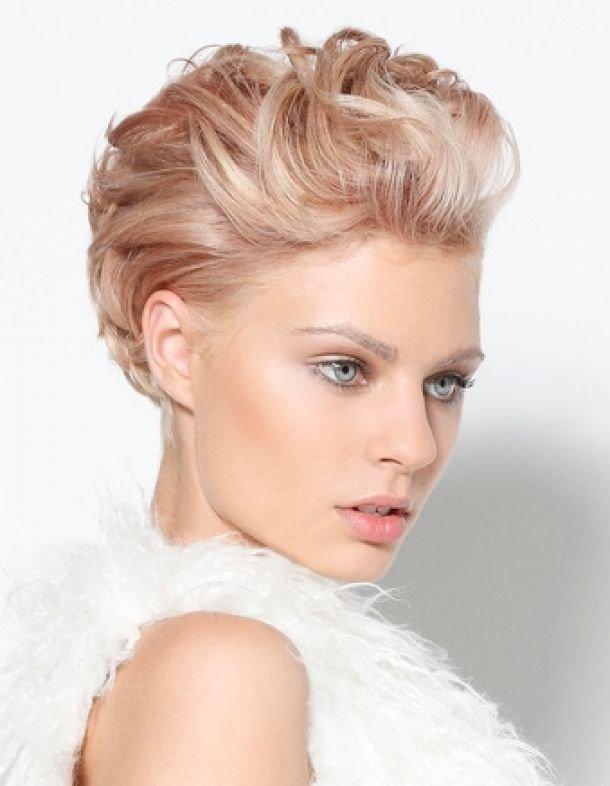 Укладка волос на короткую стрижку