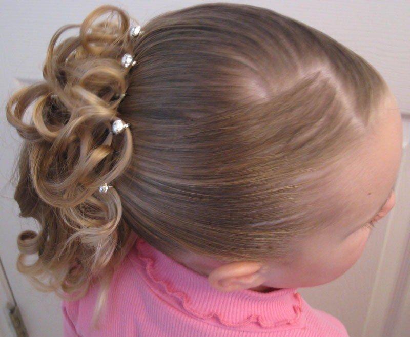 Красивые причёски для детей средних волос