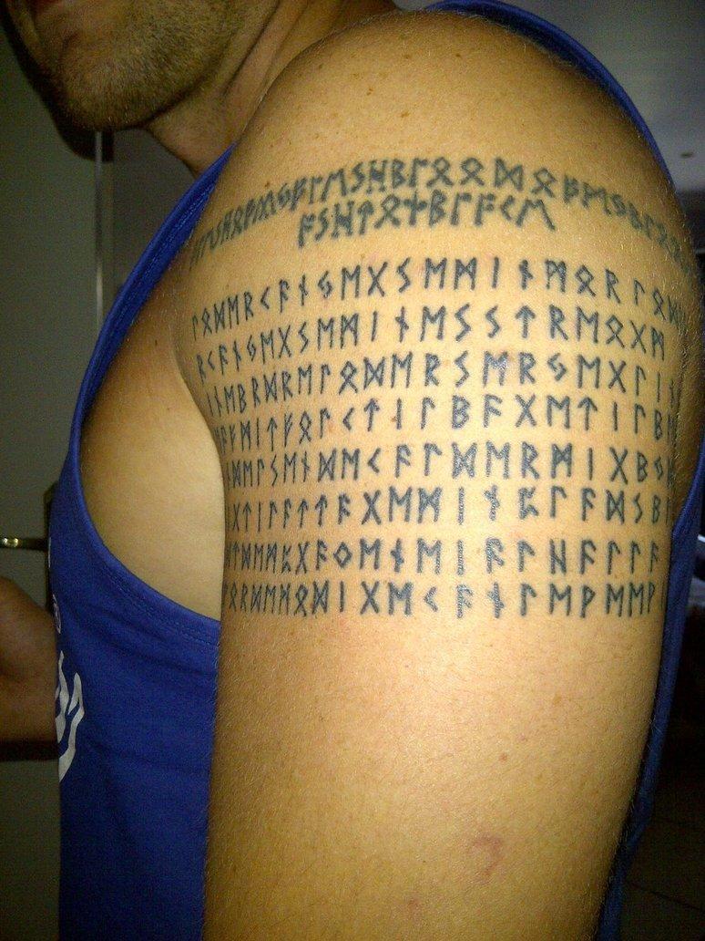 Надпись рунами славянскими тату