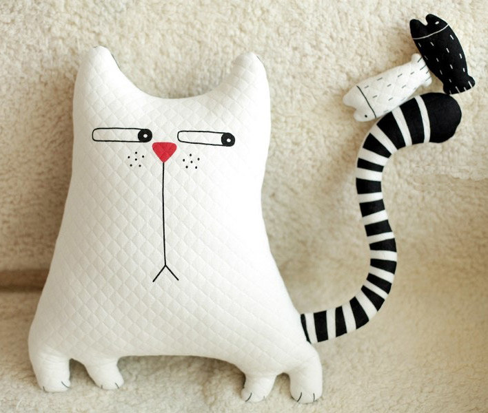 Кот-подушка своими руками из ткани 12