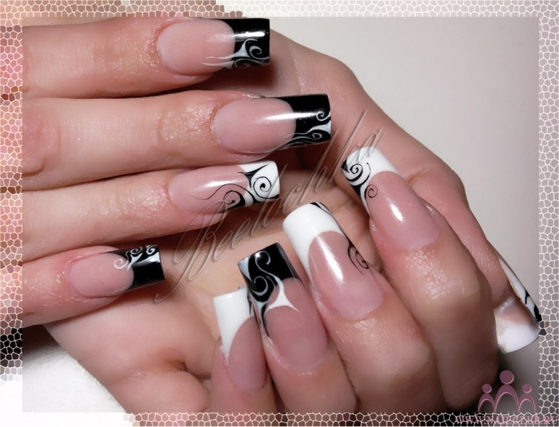 Ногти белый френч с черным рисунком