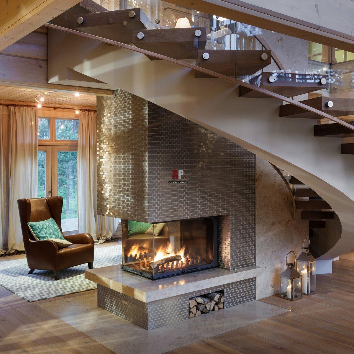 Дизайн гостиных с камином и лестницей