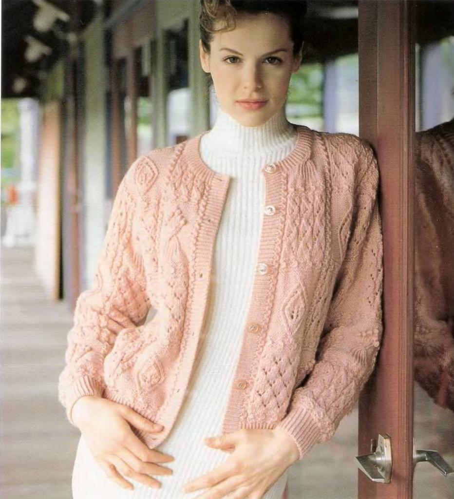 Вязание женских теплых кофт спицами 19
