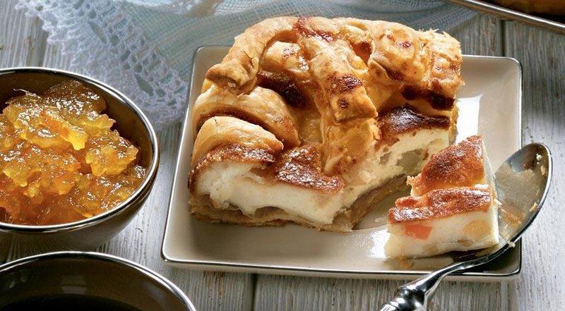 Пирог открытый с творогом из слоеного теста рецепт