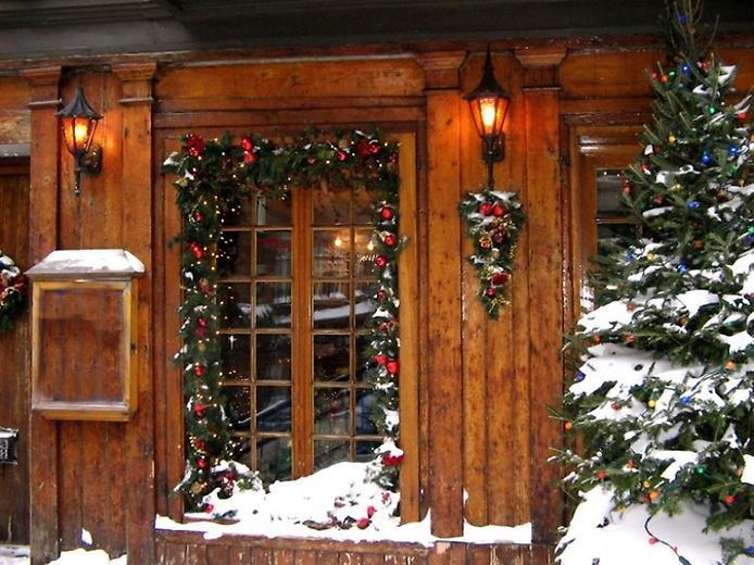 Деревянные окна на новый год