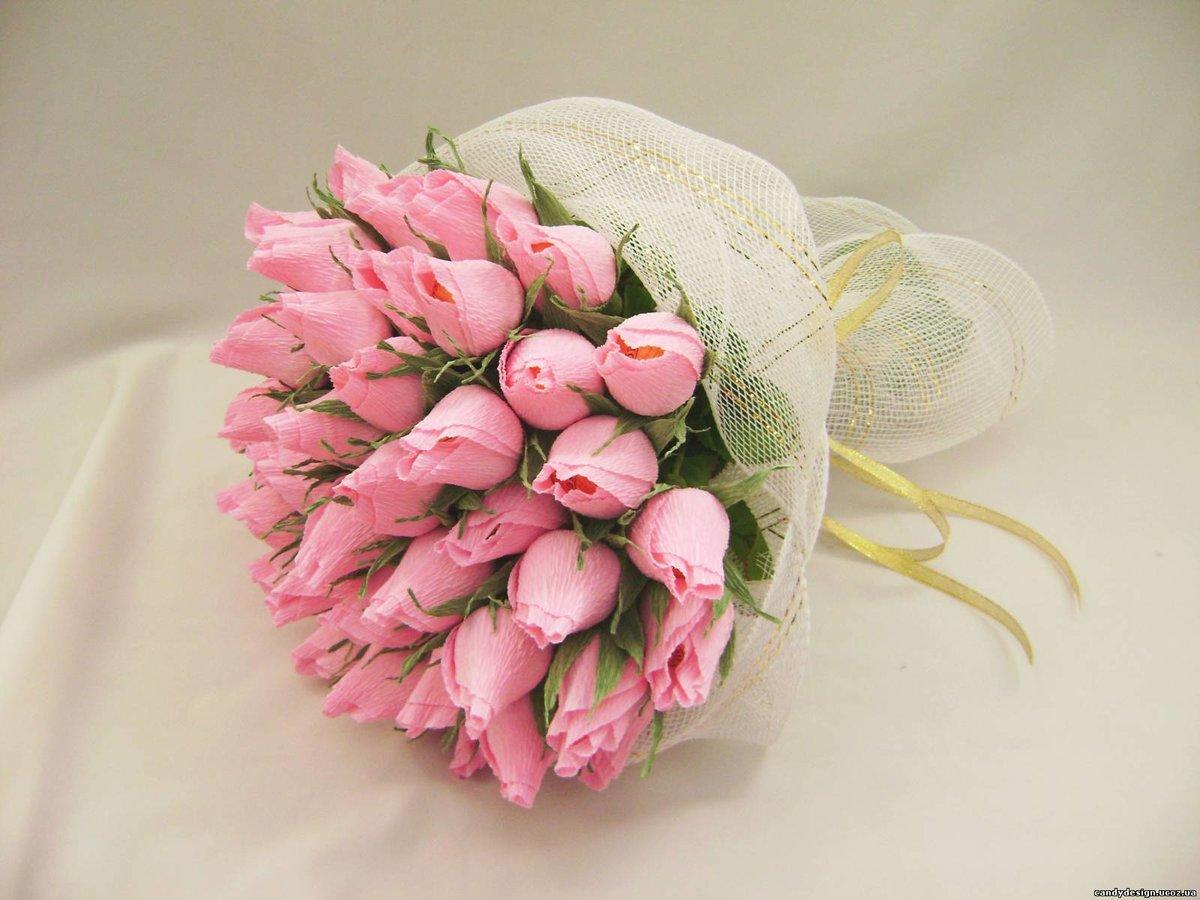 Разные цветы из гофрированной бумаги и конфет своими руками