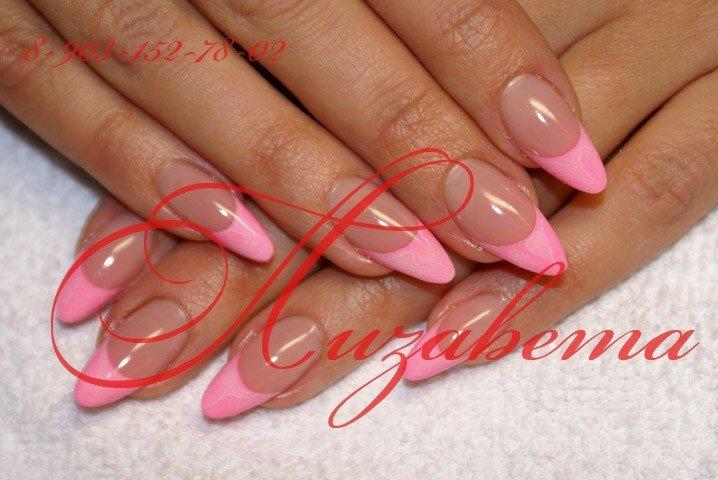 Миндальная форма нарощенных ногтей