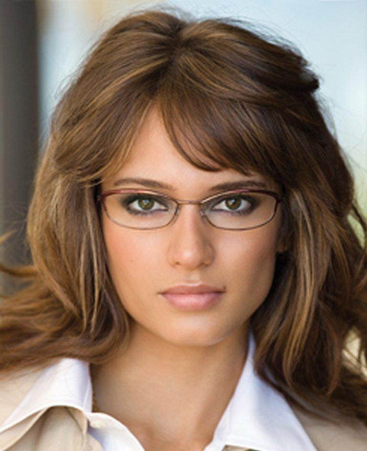 Прически для девушек с очками