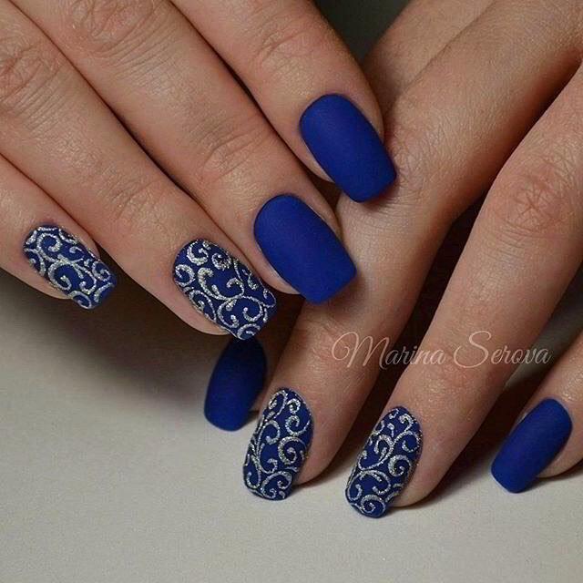 Матовый синий маникюр дизайн