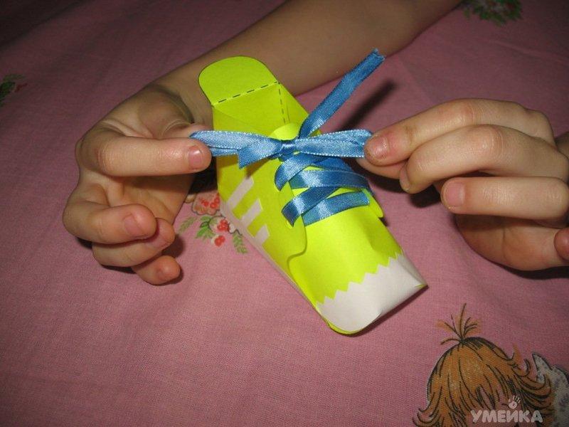 Как сделать из бумаги кроссовки на пальцы