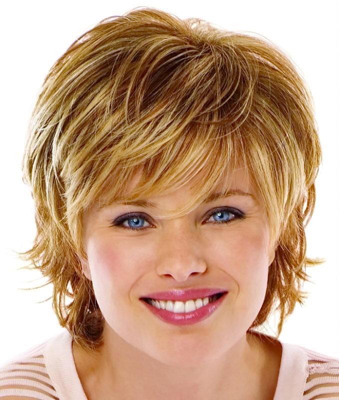 Причёски на короткие волосы с круглым лицом