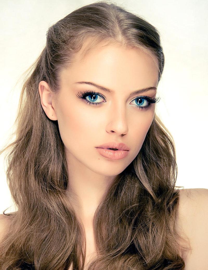 Фото девушек с русыми волосами без челки фото