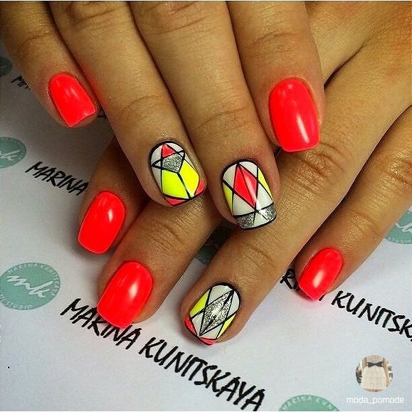 Рисунки на ногтях геометрические