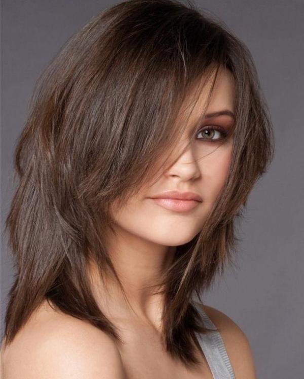 Стрижка на длинные тонкие волосы с длинной челкой